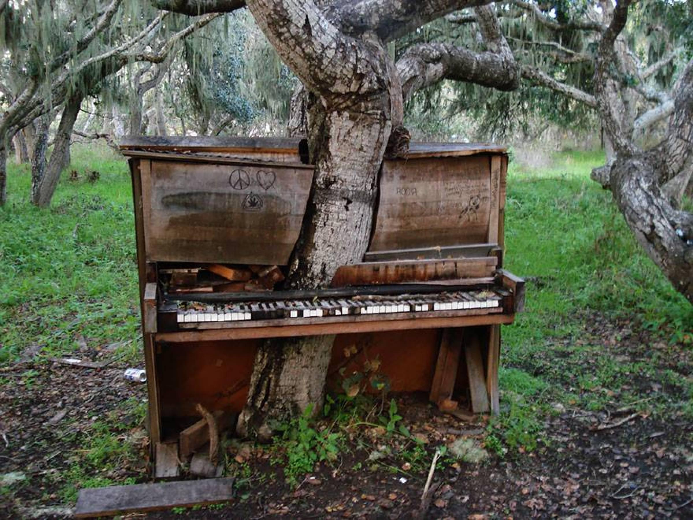 Ett gammalt piano.